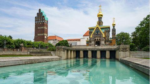 Der Hochzeitsturm (l), das Ausstellungsgebäude (M) und die russische Kapelle (r) auf der Mathildenhöhe
