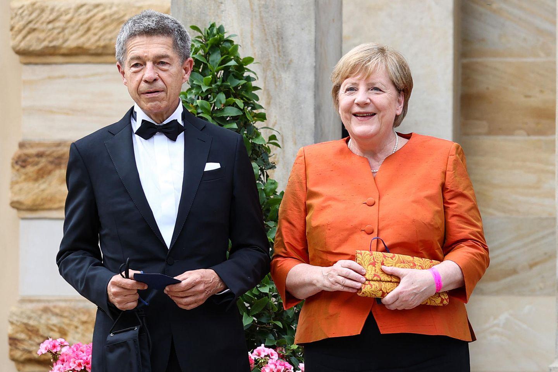 Bundeskanzlerin Angela Merkel ist bekennende Wagnerianerin und hat schon häufig die Bayreuther Festspiele besucht. In diesem Jahr wird sie das letzte Mal als amtierende Regierungschefin kommen. Wie gewohnt wurde die Politikerin von ihrem Ehemann Joachim Sauer begleitet.