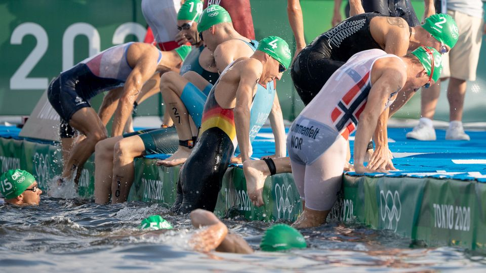 Olympia: Start des Triathlonrennens der Männer