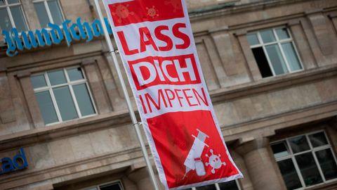 Werbung für Coronavirus-Impfungen in Köln