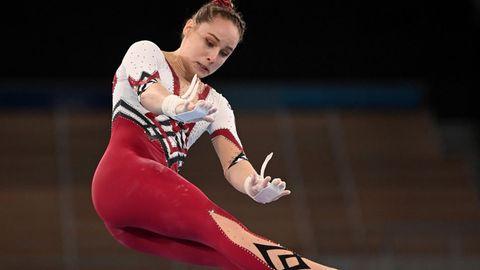 Turnerin Sarah Voss trägt bei den Olympischen Spielen einen Ganzkörperanzug