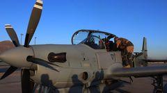 Ein afghanischer Pilot bei der Übergabe der ersten Maschinen.