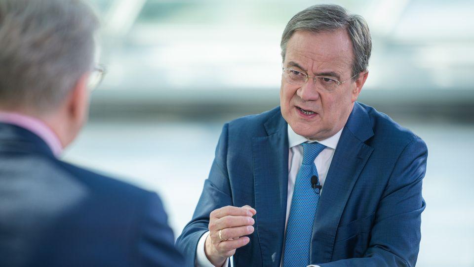 """Armin Laschet (CDU, r.),Unionskanzlerkandidat und Ministerpräsident von Nordrhein-Westfalen, im ZDF-""""Sommerinterview"""""""
