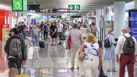 Fotoaufnahmen im Flughafen Palma de Mallorca. Die Rückkehr nach Deutschland aus Spanien gestaltet sich nun kompliziert.