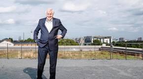 Fernsehturm, Reichstag und sogar Angela Merkels Kanzleramt: Von der Dachterrasse hat Deutschlands Innenminister alles im Blick