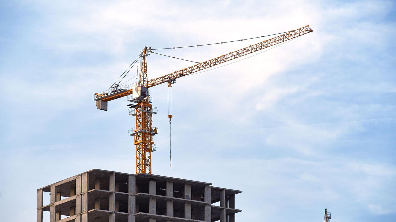Ein Kran an einer Baustelle