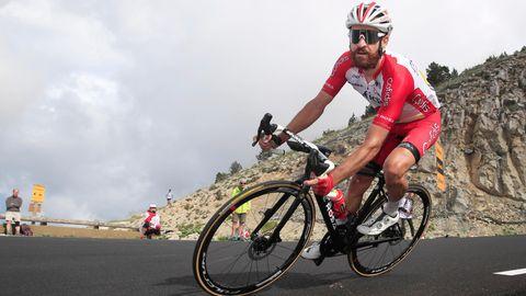 Der Deutsche Simon Geschke vom Team Cofidis fährt den Mont Ventoux hinunter