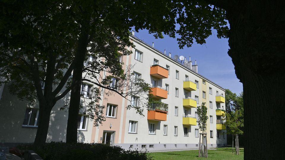 In Österreichist ein einjähriges Kind ist aus dem Fenster im fünften Stock eines Wohnhauses gefallen und gestorben.