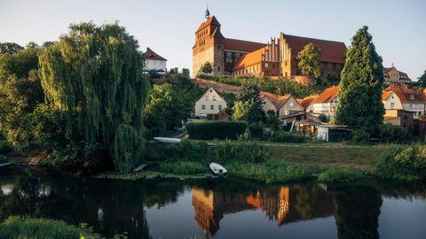 Trutzburg: Der Dom St. Marien zu Havelberg liegt auf einem Hügel, welcher der Sage nach von einer Riesin angehäuft wurde