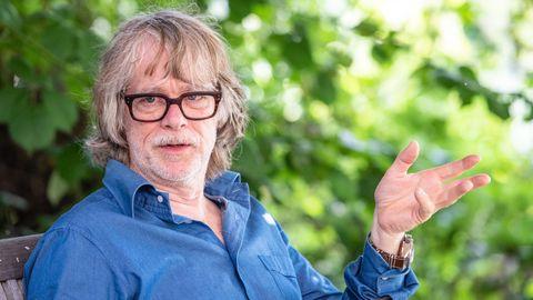 Helge Schneider, Musiker und Entertainer, in einem Gespräch