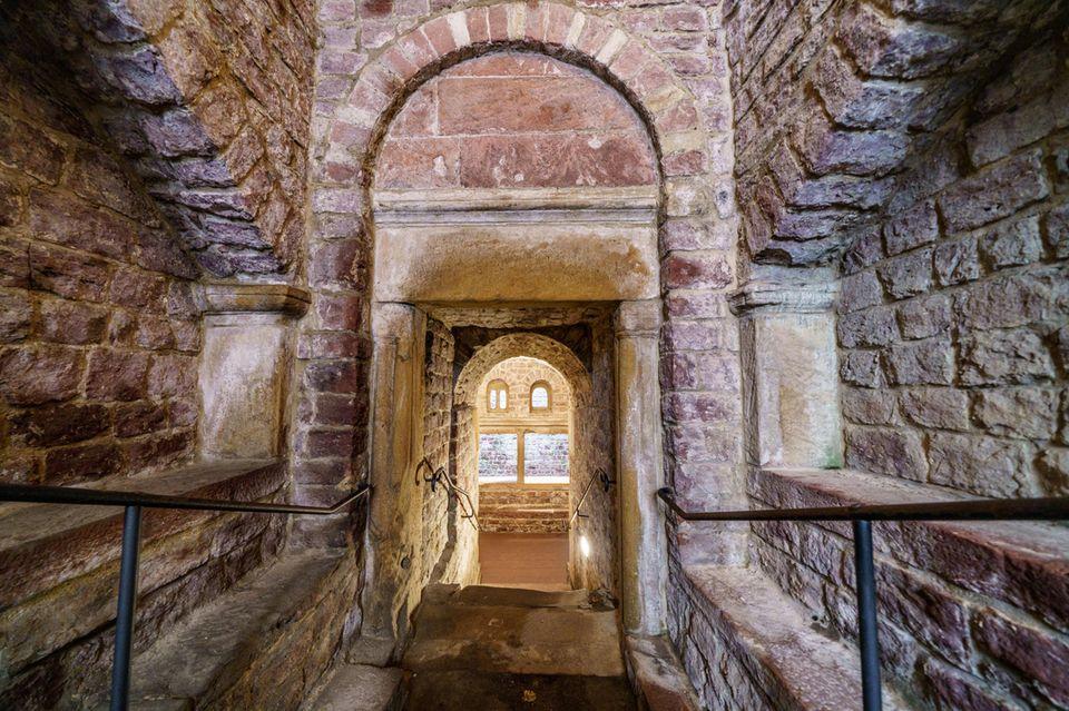 Blick in dieMikwe in Speyer, die1120 im romanischen Baustil errichtet wurde. Das jüdische Ritualbad mit einem Tauchbecken rund zehn Meter unter dem heutigem Straßenniveau in seinem monumentalen Baustil gilt als älteste bekannte Mikwe dieser Art.