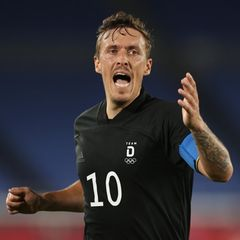 Olympia Teaser Fußballer Max Kruse gestikuliert