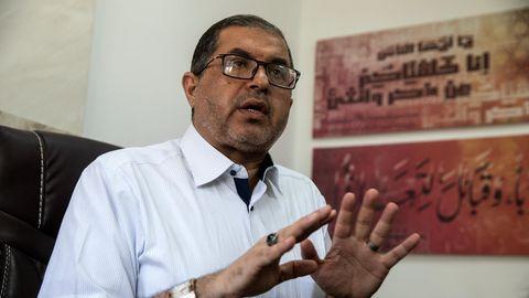 Basem Naim in seinem Büro in Gaza-Stadt während des Interviews mit Jonas Breng