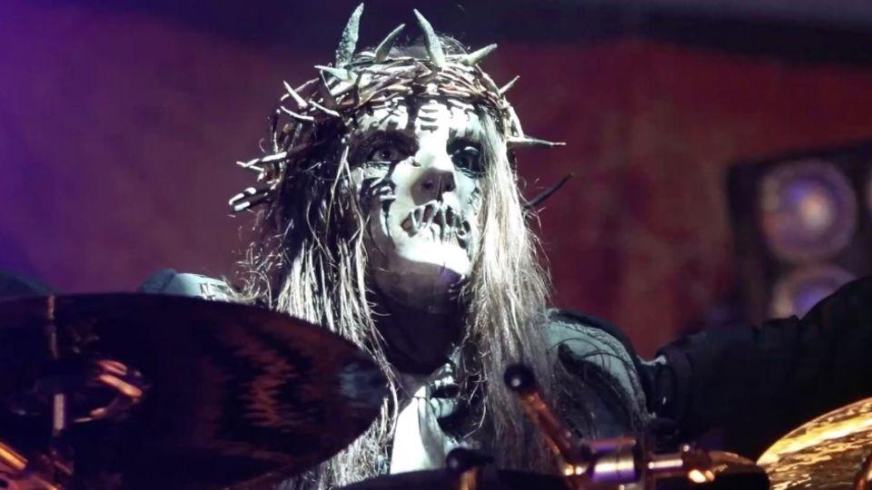 Slipknot-Schlagzeuger Joey Jordison stirbt im Alter von 46 Jahren. Auf Twitter trauern viele Fans.