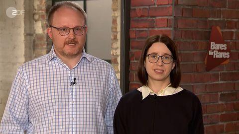 Cornelia und Matthias Schröppel stehen im Studio von Bares für Rares in Pulheim