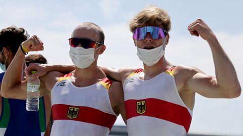 Erfolg bei Olympia in Tokio: Jonathan Rommelmann und Jason Osborne (r.) jubeln über Silber