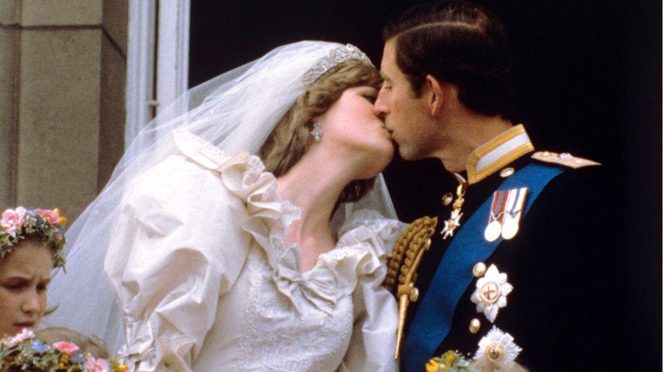 Und sie wurden nicht enttäuscht: Dieses Kussbild ging um die Welt.