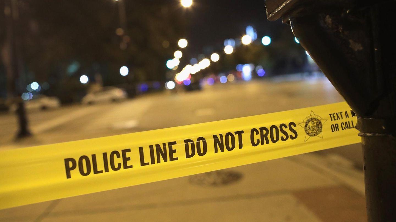 """Ein Absperrband der US-Polizei mit der Aufschrift """"Police Line Do Not Cross"""""""