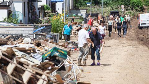 Aufräumen nach den Überschwemmungen in Sinzig