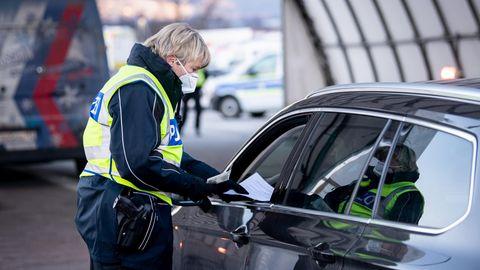 Szenen wie hier im Februar in Bayern wird es bald auf deutschen Autobahnen wieder vermehrt geben