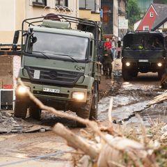 Lkw der Bundeswehr in Altenahr.