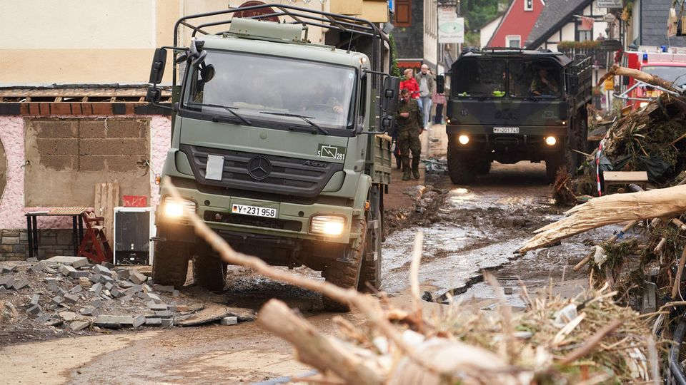 Ein Lkw der Bundeswehr in Altenahr