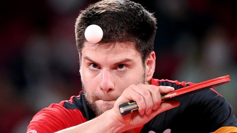 FS Medaillengewinner - Dimitrij Ovtcharov beim Aufschlag im Tischtennis