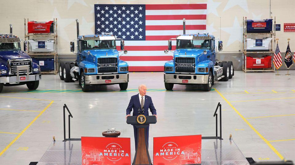 """Buy Americanwahrwerden lassen"": US-Präsident Joe Biden zu Besuch bei Mack Truck in Macungie, Pennsylvania"