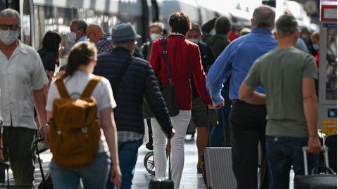 Die Nachweispflicht bzw. Testpflicht gilt auch für Reisende, die per Bahn oder Auto nach Deutschland kommen