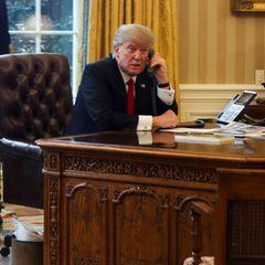 Der frühere US-Präsident Donald Trump telefoniert