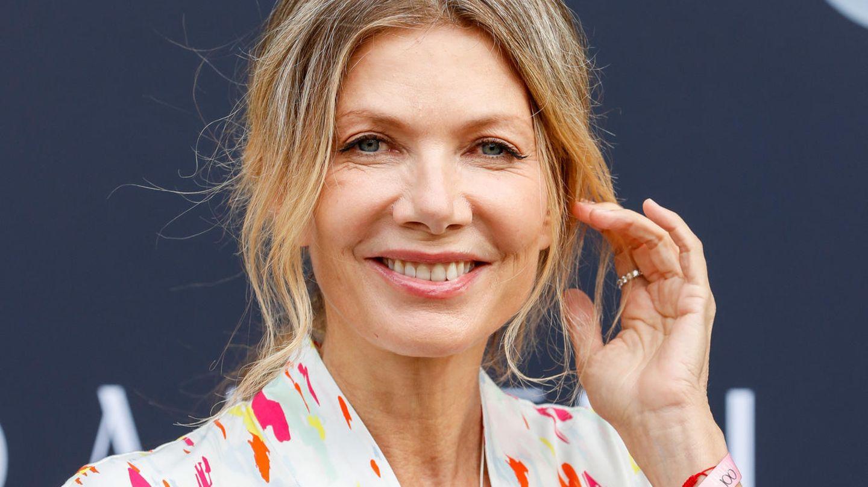 Schauspielerin Ursula Karven lächelt in die Kamera