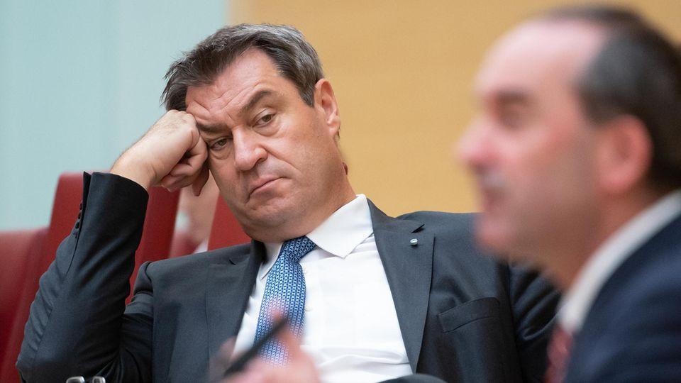 Markus Söder (CSU) und Hubert Aiwanger (Freie Wähler) im Münchener Landtag