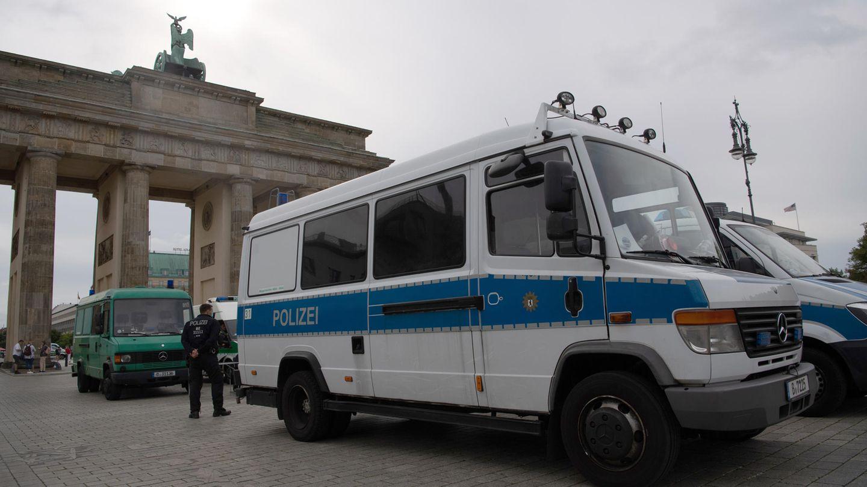 Am Tag nach den Krawallen im Park zeigt die Berliner Polizei wegen einiger verbotener aber erwartete Demos Präsenz