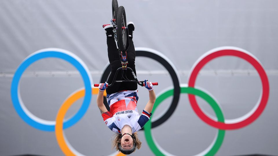 Die Britin Charlotte Worthington wird Olympiasiegerin imBMX-Freestyle