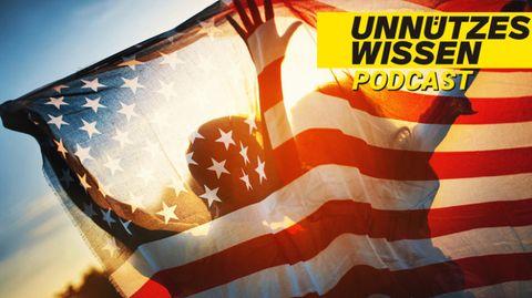 Zwei Menschen mit US-amerikanischer Flagge im Sonnenlicht