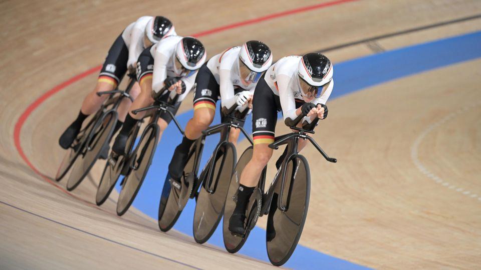 Auf Weltrekordkurs; Deutscher Bahn-Vierer der Frauen