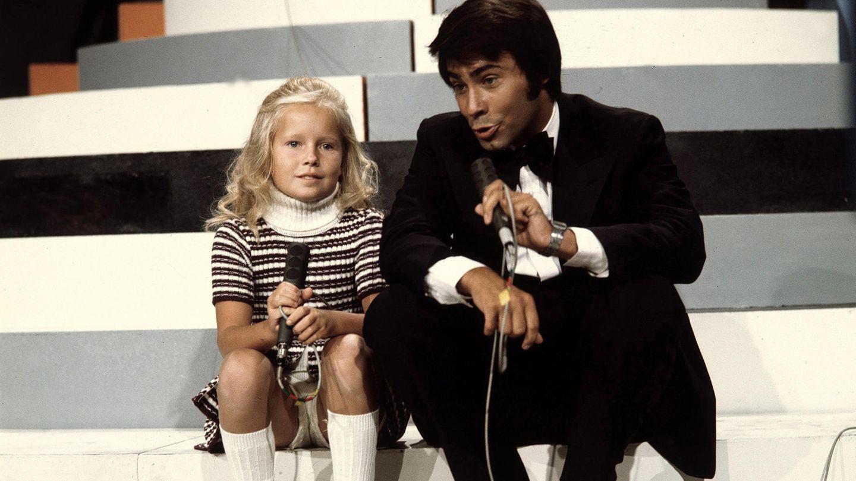Roy Black und Anita Hegerland sitzen auf einer Treppe