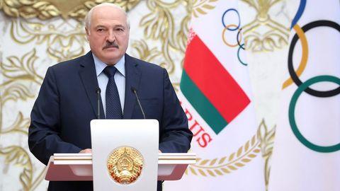 Belarus, Minsk: Alexander Lukaschenko spricht  zu Mitgliedern der belarussischen Olympiamannschaft