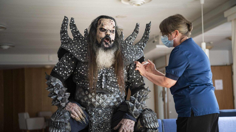 Mr. Lordi alias Tomi Petteri Putaansuu von der finnischen Hardrock-Band Lordi bekommt die zweite Corona-Impfung