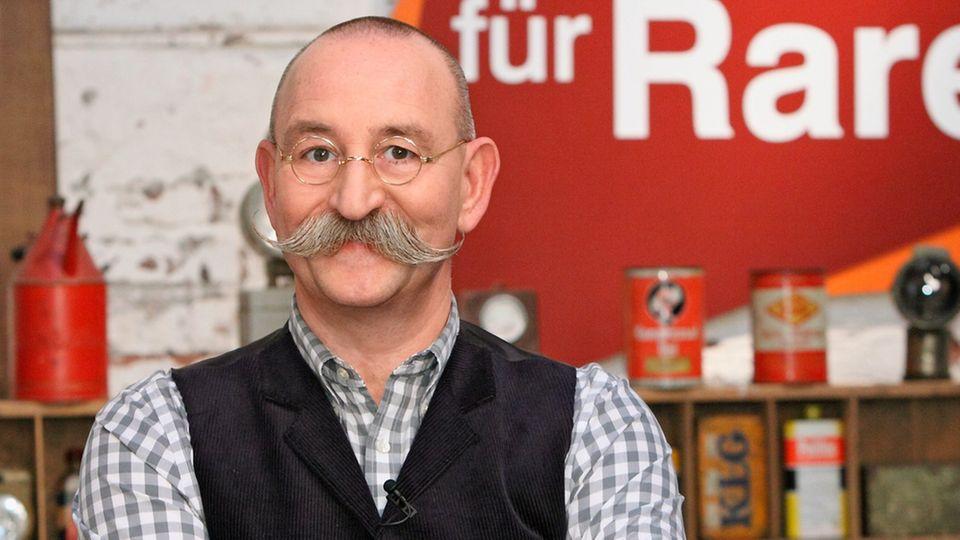 Horst Lichter steht im Studio von Bares für Rares in Pulhem