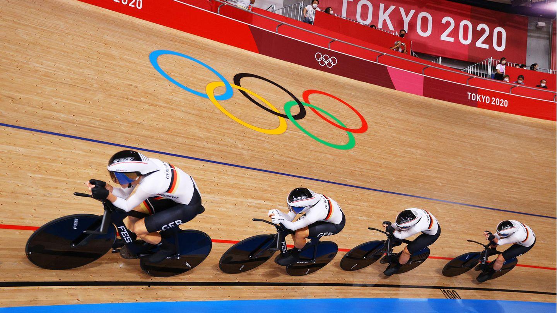 Deutscher Bahnrad-Vierer der Frauen fährt in Tokio zu Gold