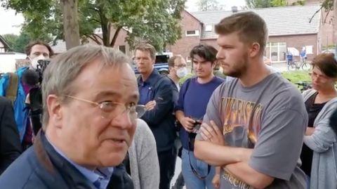 Armin Laschet wird bei Besuch in Swisttal beschimpft