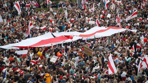 Tausende Menschen versammeln sich im vergangenen Jahr in der belarussischen Hauptstadt Minsk zu einem Protest