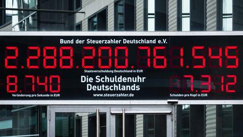 Die Schuldenuhr vom Bund der Steuerzahler Deutschland e.V. in Berlin. Foto vom 19. Juli 2021.