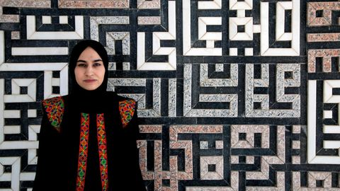 Azita Azimi fotografiert auf dem Campus der Universität Herat im Westen von Afghanistan