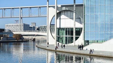 DasMarie-Elisabeth-Lüders-Haus im Berliner Regierungsviertel soll einen Erweiterungsbau bekommen