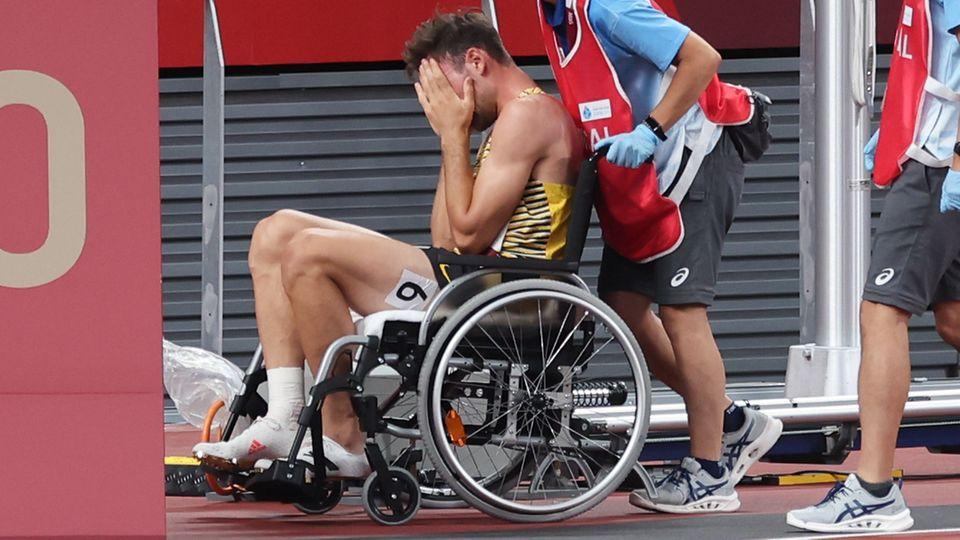 Pure Verzweiflung: Niklas Kaul im Rollstuhl auf dem Weg aus dem Stadion