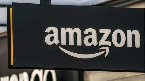 Ein Ladenschild von Amazon