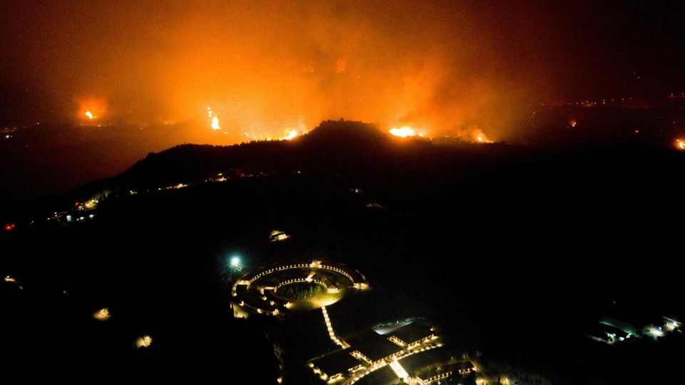 FS Olympia antik - Feuersbrunst
