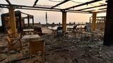 Olympia, Griechenland.Ein vom Feuer der Waldbrände zerstörtes Hotel im Dorf Lalas